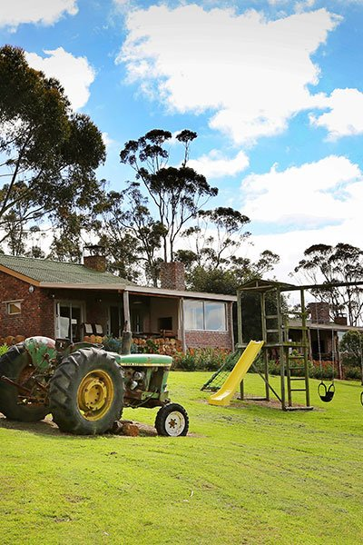 skeiding_accomodation_and_tractor